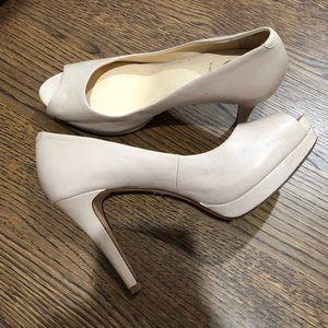 Vince Camuto tan/beige heels (4-4.5 in)